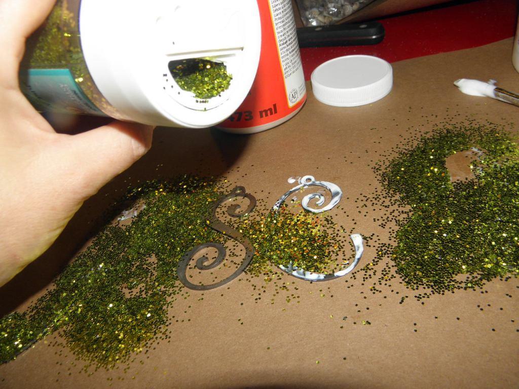 Applying the glitter