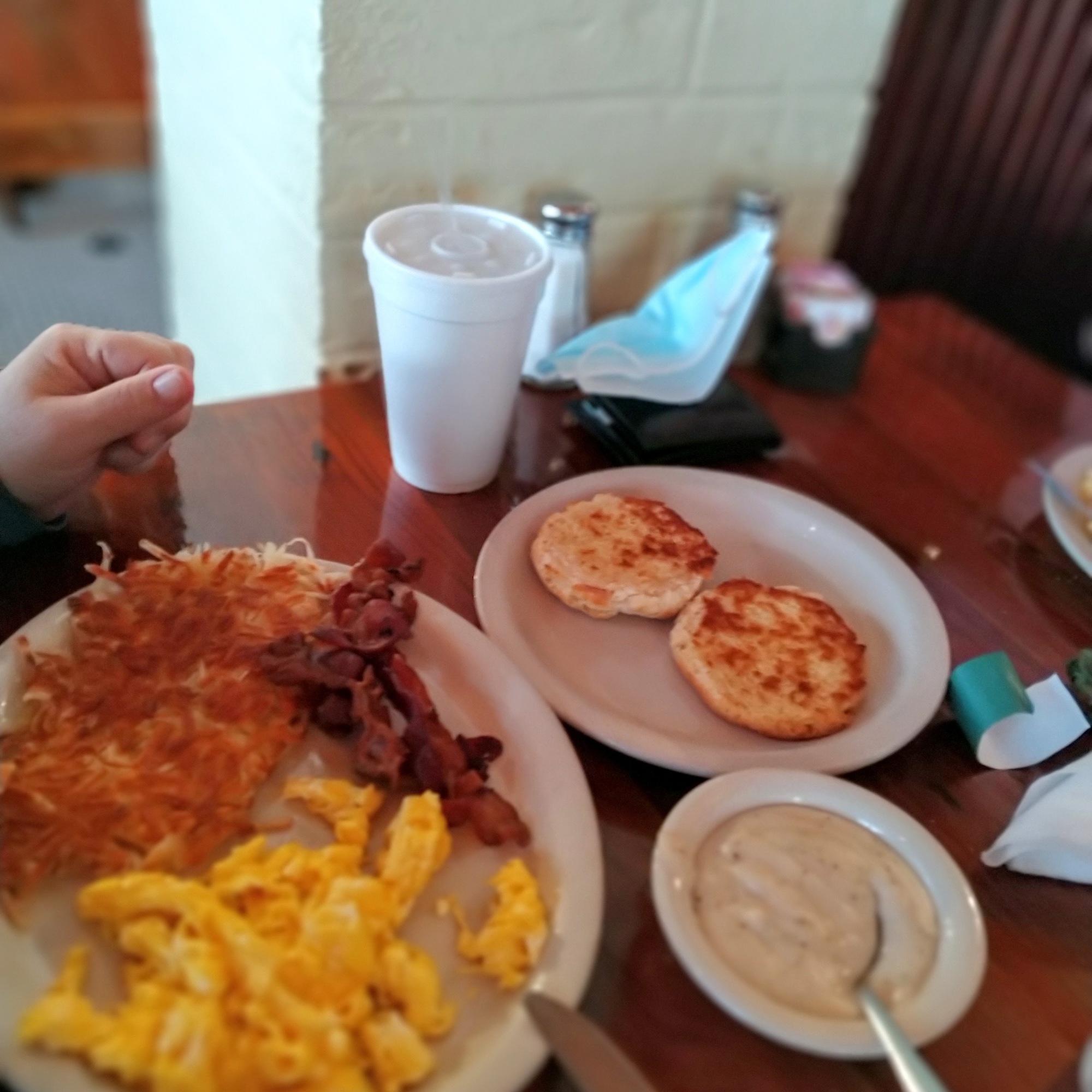 Breakfast-at-Miller's-seawall-grill-in-Galveston-texas